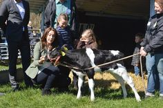 Princess Mary, Isabella, Vincent and Josephine attended the day of the ecology in which they visited a farm.