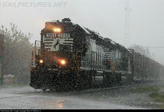 RailPictures.Net Photo: NS 3259 Norfolk Southern EMD SD40-2 at Valdosta, Georgia by Allan R. Willams Jr.