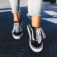 Old Skool Core Schwarze Turnschuhe - paris, je t'aime; Vans Old Skool Core Schwarze Turnschuhe - paris, je t'aime; - Vans Old Skool Core Schwarze Turnschuhe - paris, je t'aime; Vans Sneakers, Black Sneakers, Jordan Sneakers, Jordan Shoes, Black Vans Shoes, Black And White Vans, Zapatos Shoes, Women's Shoes, Wedge Shoes