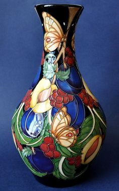 Moorcroft Pottery Kirke's Blue 372/11 Rachel Bishop Limited Edition of 75 http://www.bwthornton.co.uk/moorcroft.php
