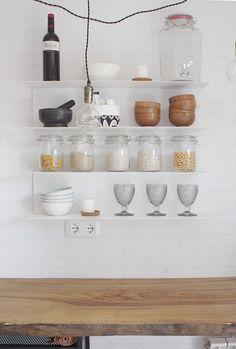 Nuestra cocina lowcost acabada ¡Una cocina muy DIY! | Decorar en familia | DEF Deco Shelves, Diy, Home Decor, Townhouse, Cabinets, Cooking, Shelving, Decoration Home, Bricolage
