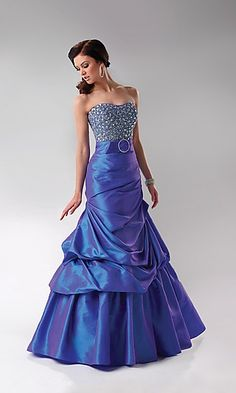 fewer rhinestones on top and this would be absolutely gorgeous :)