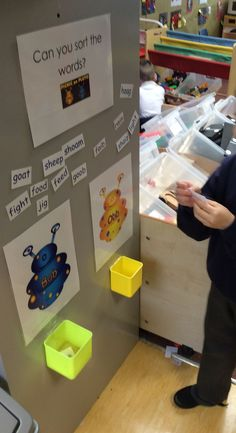 Key Stage 1 provision Year 1 Phonics challenge based on Obb and Bob (phonics play). Was further differentiated with different coloured words for different groups of children. Phonics Games, Phonics Reading, Teaching Phonics, Primary Teaching, Kindergarten Literacy, Phonics Lessons, Teaching Resources, Teaching Ideas, Ks1 Classroom
