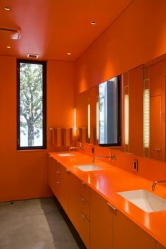 Orange may not be the most popular bathroom color, but it certainly stands out! Bright, cheerful and a little bit retro, see how some homeowners decorate with orange. Bathroom Interior, Modern Bathroom, Funky Bathroom, Design Bathroom, Small Bathrooms, Bath Design, White Bathroom, Master Bathroom, Orange Bathrooms Designs