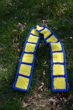 Project in Ravelry: Looms to Go - don't like the colors, but I do like the crocheted border around each square and then joining the squares. Weaving Projects, Loom Weaving, Neck Scarves, Shawls, Fiber Art, Ravelry, Squares, Weave, Knit Crochet
