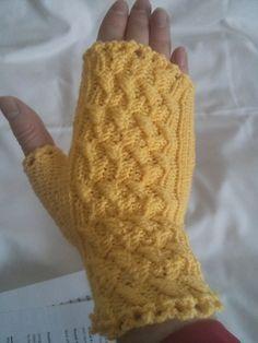 Ravelry: March Weather mitts pattern by Yellow Mleczyk #yellowmleczyk