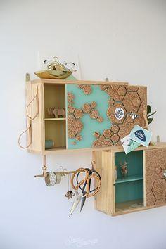 DIY: Estanteria con una caja de vino / shelves with wine boxCon una caja de vino