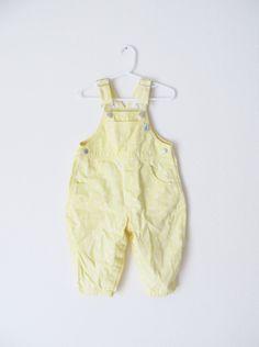 Vintage bebé niña babero amarillo mono / 80 de niño por WeeBabyBug