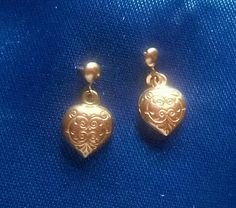 Exquisite little vintage earrings in hallmarked 9ct gold. Beautifully decorated with a scroll pattern. Tiny little things that blend well with a charm necklace when you dont want to overdo your jewellery by wearing too many things at once. Discreet yet detailed. The hearts are a little over a quarter of an inch wide.