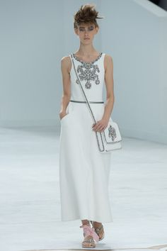 Chanel Fall 2014 Couture – Vogue white perfection