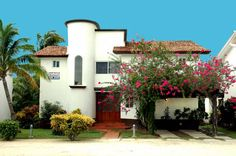 Mexican style villa close to the beach in Playacar, Paseo Xaman-Ha, Playa del Carmen Real Estate.