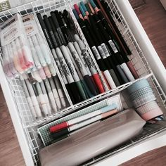 Best Diy Crafts For College Dorm Room Organization 63 Ideas Dorm Room Organization, School Organization, Stationary Organization, Vanity Organization, Organization Ideas, Desk Drawer Organisation, University Organization, Storage Organizers, Uni Room