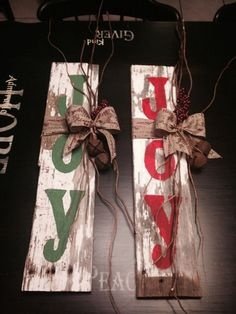 Rustic Primitive Barn Wood Holiday Decor I miss all my craft stuff and painting wood. Pallet Christmas, Noel Christmas, Country Christmas, Christmas Projects, Winter Christmas, All Things Christmas, Christmas Signs On Wood, Holiday Crafts, Holiday Fun
