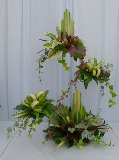 Foliage arrangement with deco theme