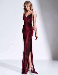 Velluto D Dupey inspo gowns Elegant Dresses, Pretty Dresses, Beautiful Dresses, Formal Dresses, Long Dress Formal, Red Formal Gown, Casual Dresses, Short Dresses, Grad Dresses