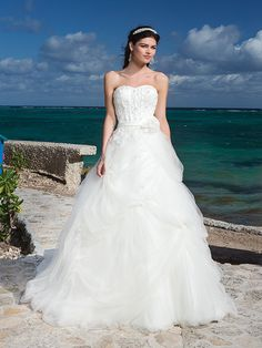 Sweetheart Neckline And Satin Belt Bubble Pick Up Tulle Ball Gown