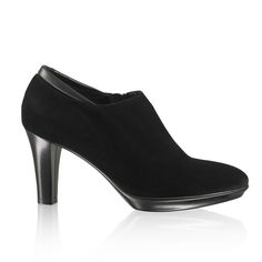 The Royal-Dry platform shooty look great with trousers and skirts and are comfortable enough to wear all day.