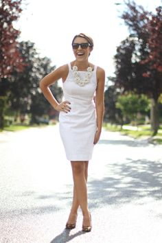 Love the dress without(!)the necless.