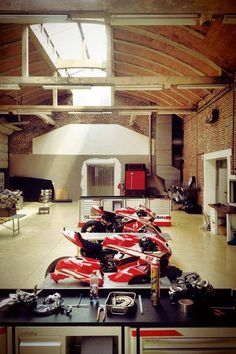 Ducati workshop We find better parking & storage solutions with limited space available. Let us help you discover the best, most cost-effective options for you! 800-225-7234 fastequipment.net