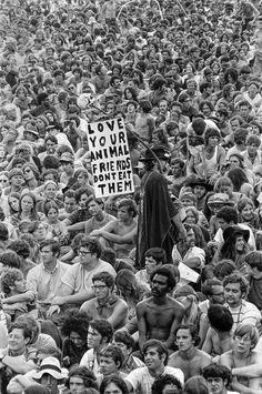 30 Rare and Amazing Black and White Photographs of the 1969 Woodstock Festival Taken by Baron Wolman ~ vintage everyday 1969 Woodstock, Woodstock Hippies, Woodstock Festival, Woodstock Music, Janis Joplin, Esprit Hippie, Mundo Hippie, Hippie Love, Joe Cocker