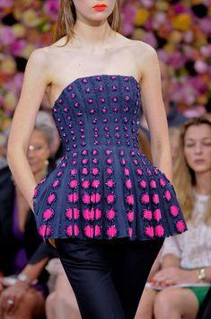 Christian Dior at Couture Fall 2012 - Details Runway Photos Dior Haute Couture, Christian Dior Couture, Couture Fashion, Runway Fashion, High Fashion, Womens Fashion, Trendy Fashion, Elie Saab, Lesage