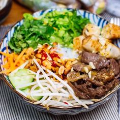 Bo bun boeufYou can find Paleo thanksgiving recipes and more on our website. Bo Bun Boeuf, Paleo Thanksgiving, Poke Bowl, Vietnamese Recipes, Wok, Chinese Food, Entrees, Food And Drink, Yummy Food