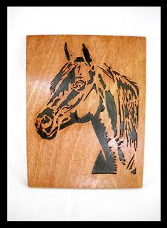 un detalle en madera
