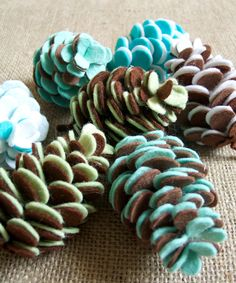 Felt Pinecones for Fall or Christmas decor.  Link to tutorial and pattern has changed, get it here: http://www.familycircle.com/holiday/christmas/decorations/felt-holiday-crafts/?page=22