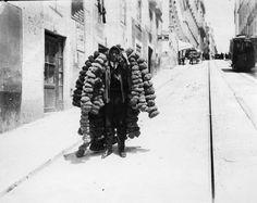 Calçada do Combro, vendedor ambulante de esponjas naturais (ant. 1913). Elevador da Estrela-Camões. Fotógrafo não identificado, in AML