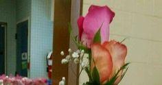 Inspírate con estas hermosas ideas para crear centros de mesa de XV años con materiales sencillos y fáciles de conseguir. No es necesario g... Quinceanera, Floral, Plants, House, Vestidos, Centerpieces, Ballerina Birthday, Decorated Bottles, Recycling