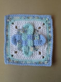 365 Granny Squares Project: Celtic Knot (2)