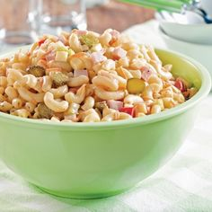 A classic macaroni salad recipe that will remind you of your mother's! Salad Recipes, Diet Recipes, Vegetarian Recipes, Healthy Recipes, Recipies, Cooking Recipes, Fresco, Classic Macaroni Salad, Brunch Buffet