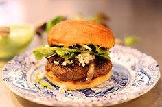 PIONEER WOMAN'S FAVORITE BURGER-from PIONEER WOMAN- she has some of the easiest, simplest, yummiest recipes out there... ♥