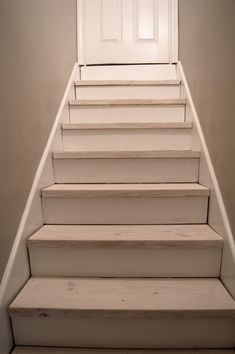 30 Incredible Tips For Grand Staircase, Staircase Design, Staircase Ideas, Interior Paint Colors, Paint Colors For Home, Removing Carpet From Stairs, Staircase Makeover, Interior Design Living Room, Home Projects