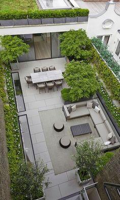 coole Terrasse mit Pflanzen vom oben gesehen