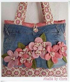 Best 12 Fun denim purse with rosettes – Page 739997782502421148 – SkillOfKing.Com – SkillOfKing. Denim And Lace, Artisanats Denim, Denim Purse, Jean Crafts, Denim Crafts, Sewing Crafts, Sewing Projects, Gilet Crochet, Jean Purses