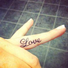 Tatuaje Love En Dedo - Mas tatuajes en http://tattoo-tattoos.biz
