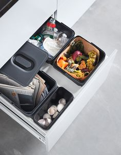 Kitchen bin with 4 plastic waste bins are used for recycling and food waste for compost Compost Bucket, Compost Tumbler, Kitchen Drawer Organization, Kitchen Drawers, Kitchen Waste, Plastic Bins, Plastic Waste, Worm Composting, Iphone 10