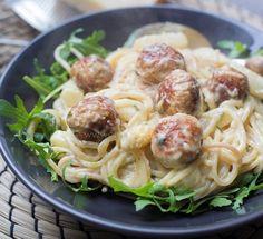Witte asperges met spaghetti en kipgehaktballetjes