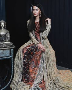Erica Fernandes, Indian Tv Actress, Glamorous Dresses, Kurti Designs Party Wear, Cute Celebrities, Celebs, Indian Bridal, Traditional Outfits, Indian Beauty