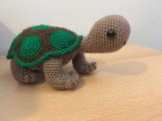 Irresistible Crochet a Doll Ideas. Radiant Crochet a Doll Ideas. Diy Crochet And Knitting, Crochet Wool, Love Crochet, Amigurumi Patterns, Knitting Patterns, Crochet Patterns, Crochet Keyring Free Pattern, Crochet Turtle, Turtle Pattern