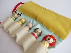 The peg pouch holds 5 peg dolls. The peg pouch holds 5 peg dolls. Wood Peg Dolls, Clothespin Dolls, Wood Toys, Felt Dolls, Baby Dolls, Crochet Dolls, Dolly Doll, Kids Wood, Wooden Pegs