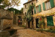 Vaison la Romaine - Calades et fontaines dans la vieille ville