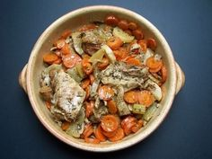 Tendrons de veau aux carottes Bon Appetit, Thai Red Curry, Food And Drink, Tasty, Chicken, Meat, Cooking, Ethnic Recipes, Organize
