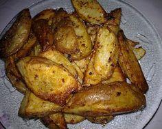 Oven-Roasted Potato Wedges (Steak Fries) Roasted Potato Wedges, Oven Roasted Potatoes, Potato Side Dishes, Veggie Side Dishes, Side Dish Recipes, Easy Recipes, Fabulous Foods, Potato Recipes, Concept
