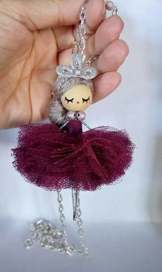Ballerina jewelry doll necklace by Delafelicidad on Etsyhandmade handpainted size: inches The length of the chain 85 cm - Mach Es Selbst DIYSewing Video Tutorial For Dolls Bead Crafts, Diy And Crafts, Yarn Dolls, Clothespin Dolls, Flower Fairies, Wooden Dolls, Miniature Dolls, Wooden Beads, Christmas Crafts