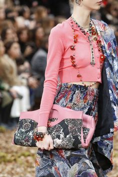 Chanel Fall Winter fashion show at Paris Fashion Week (March Mode Chanel, Chanel Spring, Chanel Fashion, Fashion Details, Fashion Show, Fall Winter, Women Wear, Vogue, Spring Summer