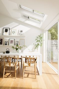 Whilst patio windows and doors allow light to flood into an open plan dining space, roof windows direct the light down onto a certain area, like the dining table. Love this detail, and how light and bright the space is.