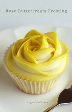 Tint Rose Buttercream Frosting For Cupcakes Recipe - Eugenie Kitchen