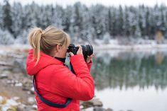Wir zeigen dir, wie die Blende der Kamera funktioniert. Wir erklären die Tiefenschärfe und wie der Hintergrund deiner Fotos unscharf wird.